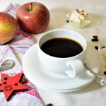 Mens kaffen brygges kan æbletræet plantes